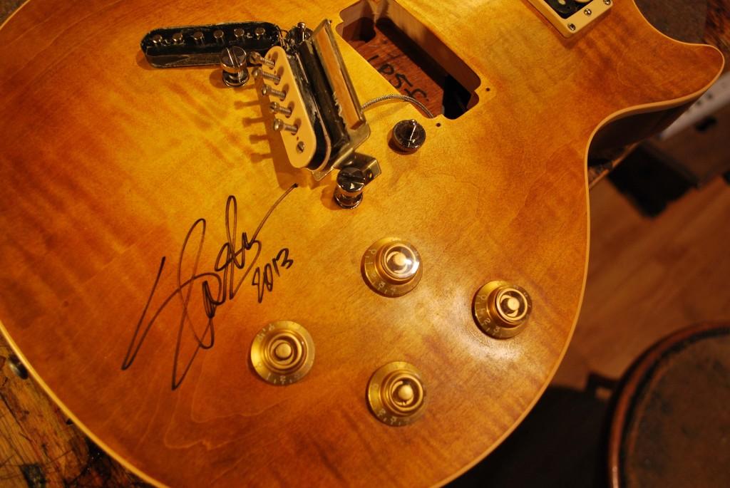 Gibson Les Paul gitár pickup cseréje (az aláírás Slash-é)
